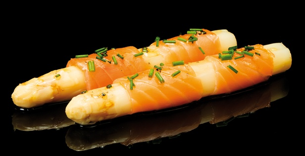 WHITE ASPARAGUS LC WITH SMOKED SALMON AND CHIVES VINAIGRETTE